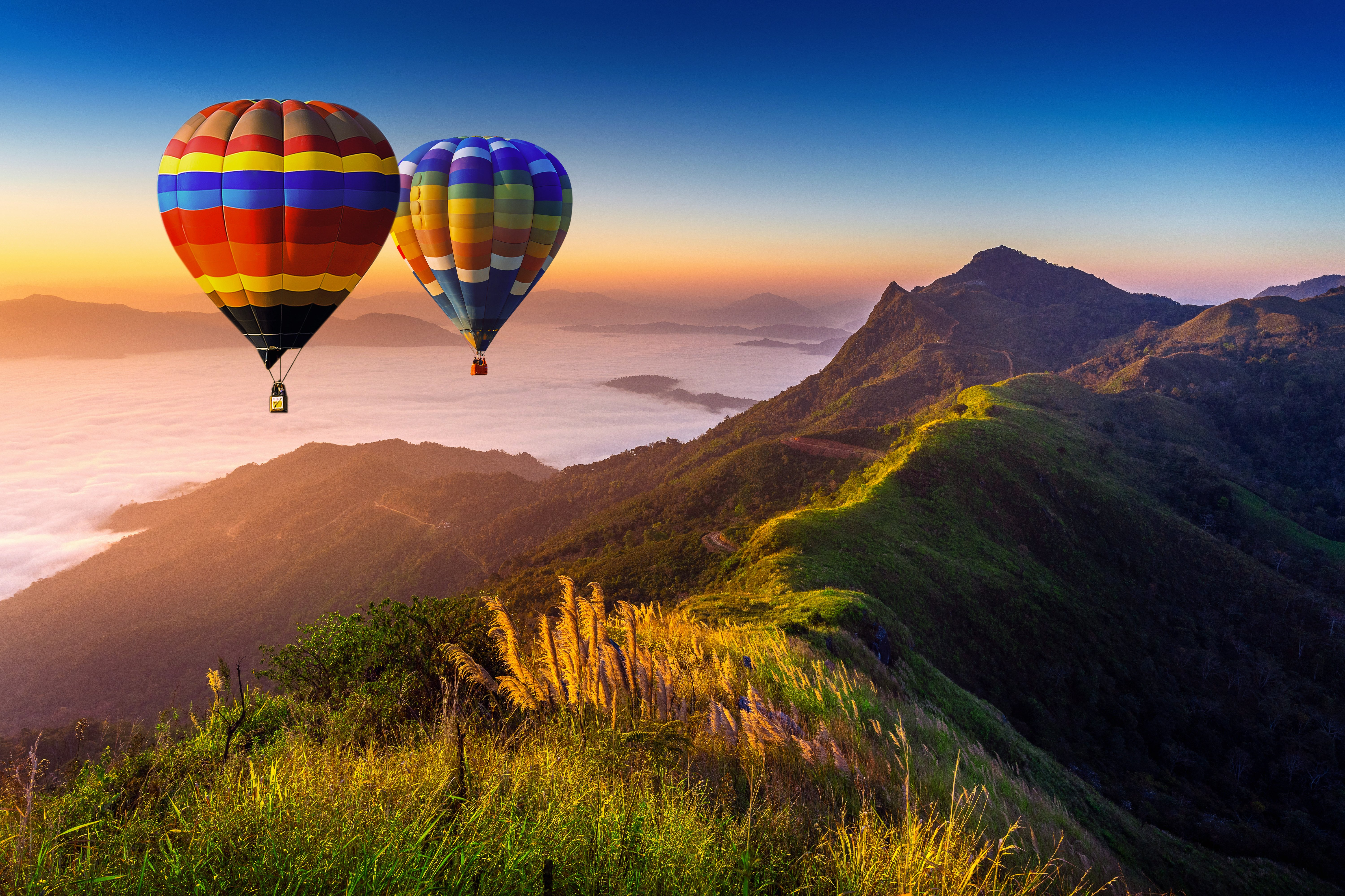 landscape-of-morning-fog-and-mountains-with-hot-air-balloons-at-sunrise